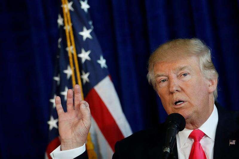 Trump clings to small edge in Iowa