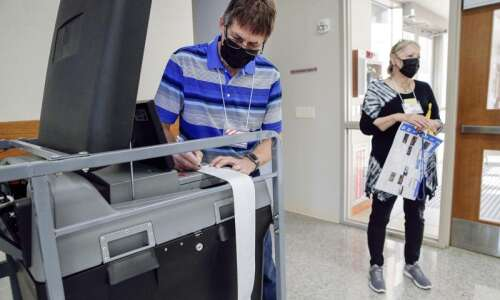Linn County election workers make early voting accessible