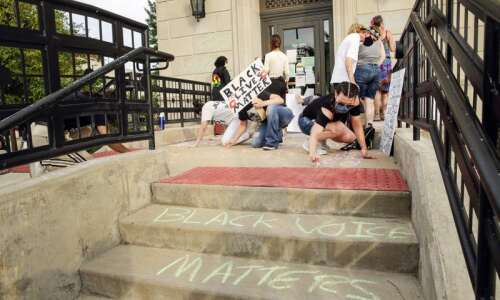 Cedar Rapids to spend at least $1,000 to clean chalk…