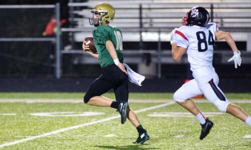 Evan Flitz ties Iowa City West record with 5 TD…