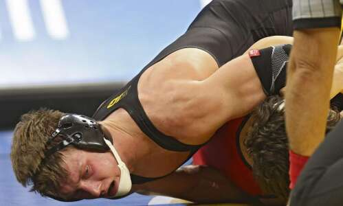 Iowa sends 7 to NCAA wrestling quarterfinals, including pair seeded…