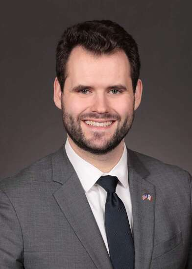 Iowa Senate bars secretary of state from mailing absentee ballot requests