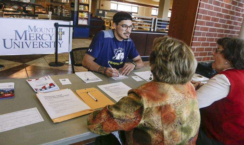 Linn County League fans out to sign up voters