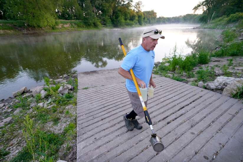 Des Moines taking extreme steps to find clean water