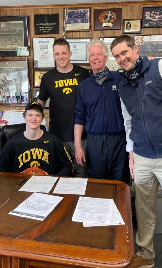 Iowa basketball recruit Riley Mulvey is big guy from big program