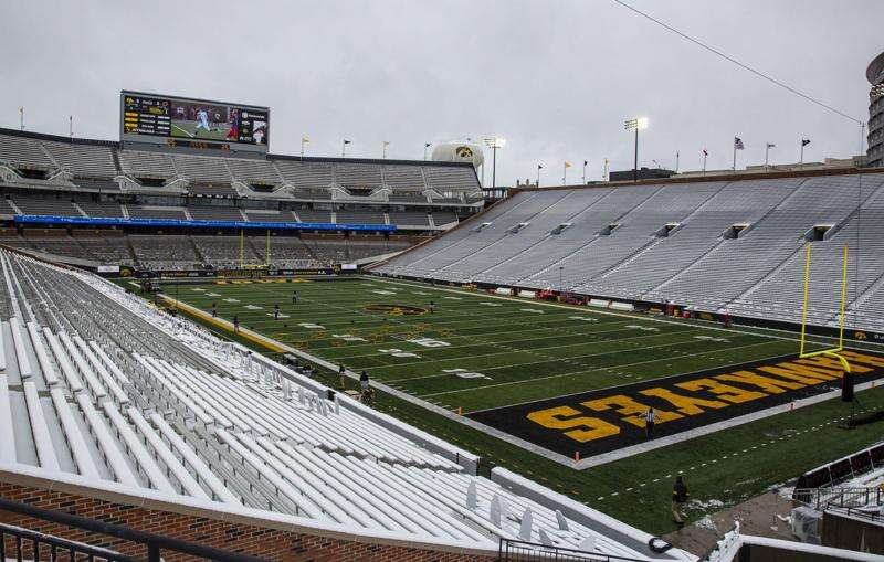 Iowa football expects to host fans at Kinnick Stadium in 2021