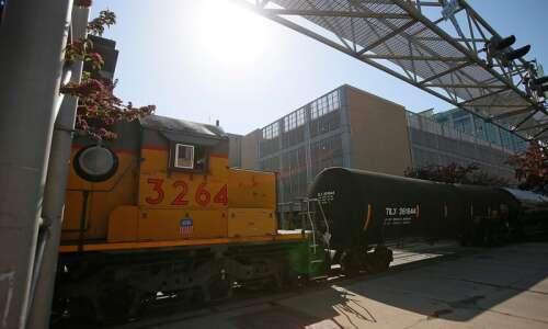 Nine Iowa counties see million-gallon crude oil trains