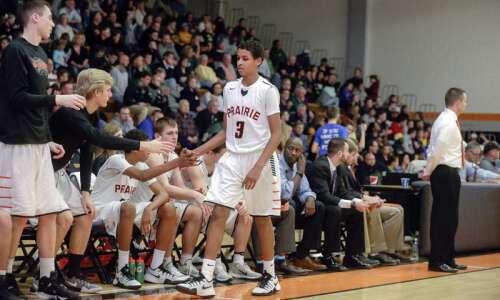Tuesday's high school basketball roundup: Dubuque Senior edges Cedar Rapids…