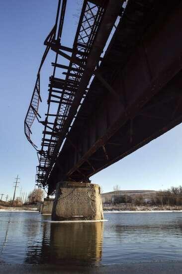 'Wow' designs released for proposed Cedar Rapids recreational bridge