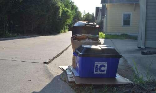 A garbage solution: Iowa City, Peninsula neighborhood resolve waste pickup…