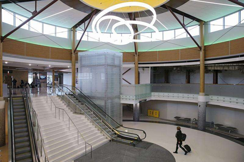 Newstrack: Eastern Iowa Airport project halfway done