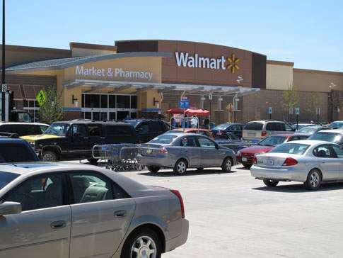 Wal-Mart to test online delivery lockers in stores
