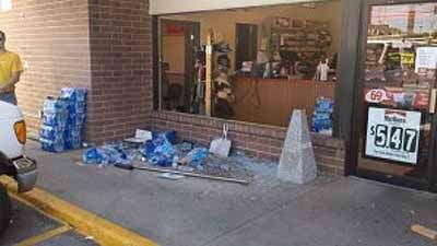 Car crashes into Cedar Rapids convenience store