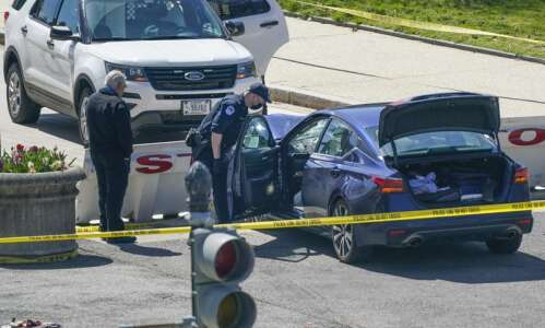 Man rams car into 2 Capitol police; 1 officer, driver…