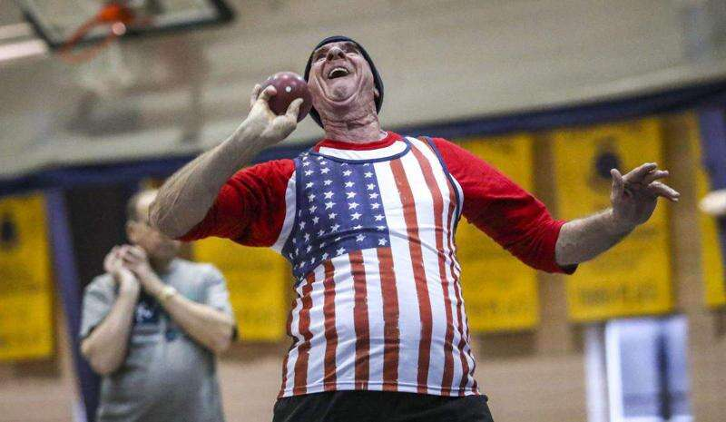 Cedar Rapids' John Manning continues to take his shot (put)