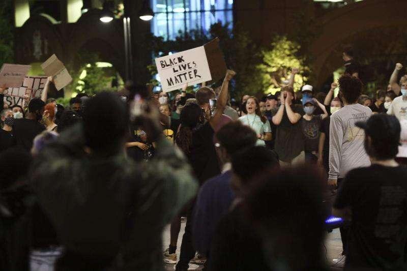 Windows broken, 1 arrested as Iowa City protest gets violent