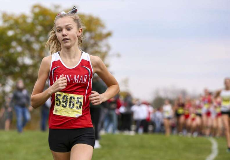 Linn-Mar girls race to title at 4A state cross country qualifier