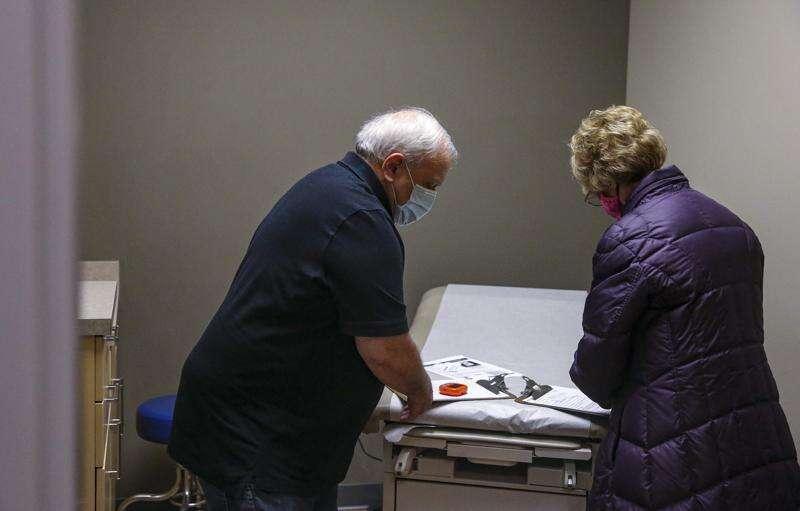 Hundreds call Cedar Rapids free clinic as vaccine effort is underway
