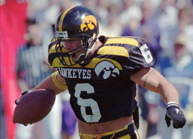 """Photos: Iowa football's original """"winged"""" uniforms from the 1990s"""