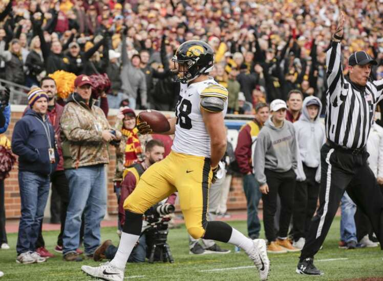 Even some Iowa players surprised by Hawkeyes' fake field goal at Minnesota