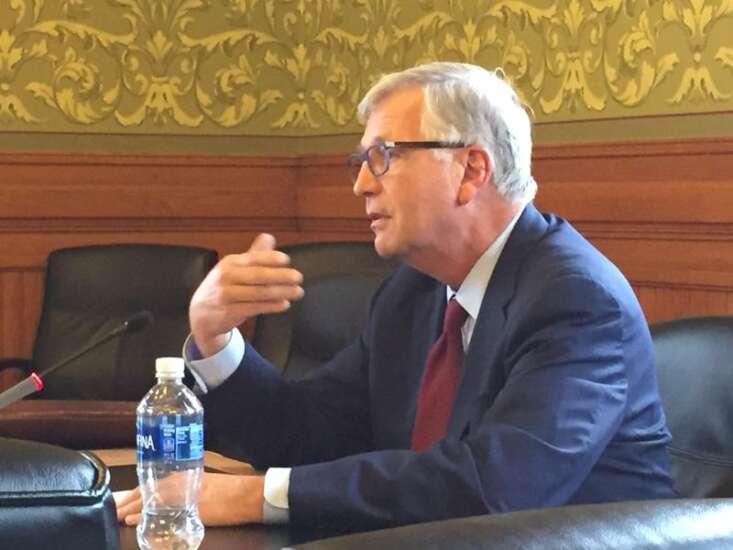 Iowa regents pick Richards to succeed Rastetter as president