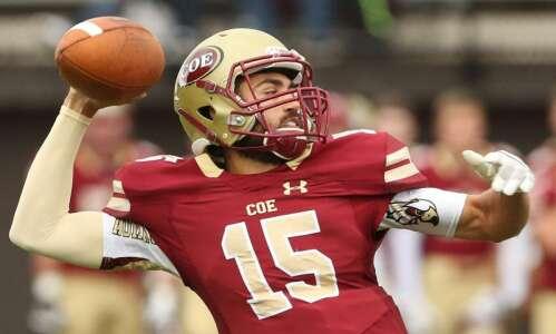 Coe tops Wartburg thanks to late touchdown