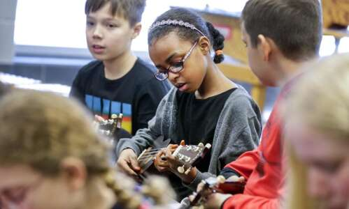 Ukuleles bring new sound to Coralville elementary school's music classes