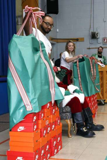 Photos: Garfield School students get new Nikes from Santa (and Hawkeye Andre Dawson)