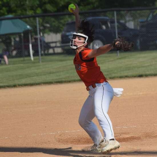 Fairfield softball goes 1-1 in Oskaloosa tournament