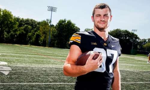 Hawkeyes' Zach VanValkenburg: Pass-rushing student of Russian