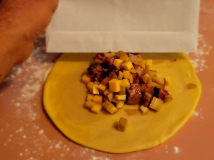 Extra Ordinary Food: Yooper Pasties are the original Hot Pockets