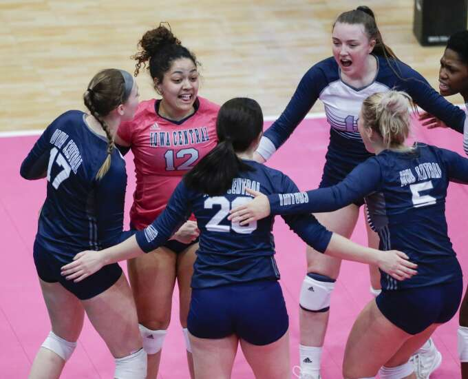 Traditional path: Parkland sweeps Iowa Central to return to NJCAA D-II volleyball final