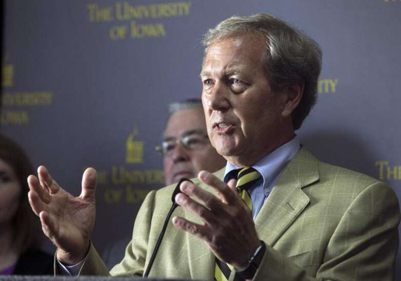 Last finalist for University of Iowa business dean has forum