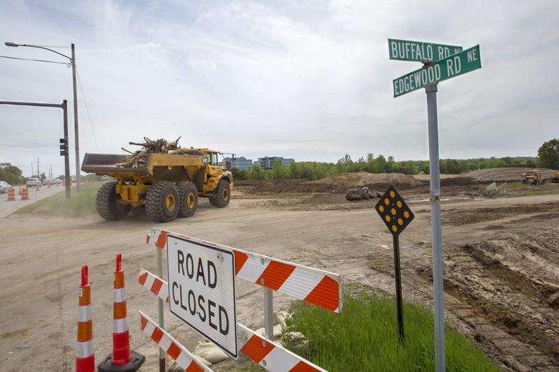 Cedar Rapids' Edgewood Road area key piece of Highway 100