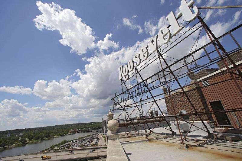 Cedar Rapids skyline sees return of 'Roosevelt' lighted sign