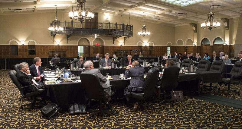 Speakers at University of Iowa hearing criticize 'troubling' regent communication process