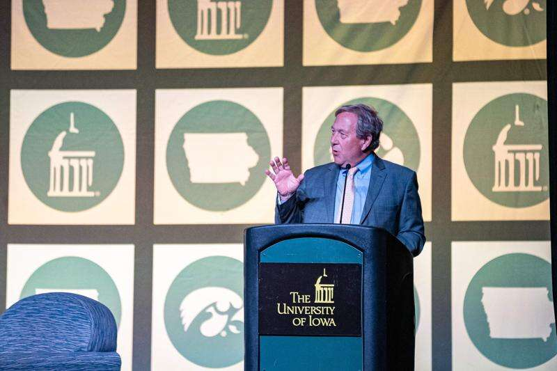 University of Iowa President Bruce Harreld to leave earlier than expected