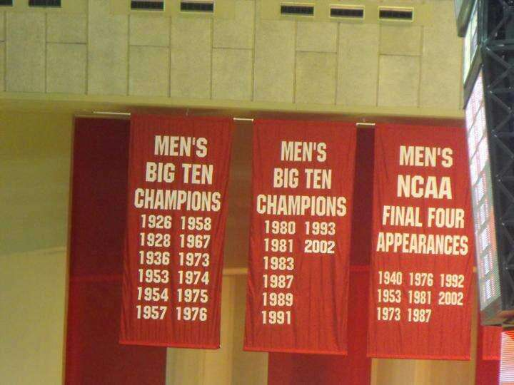 Fan makes case for renovation, better banner display in Carver-Hawkeye Arena