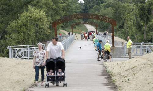Marion opens new pedestrian bridge