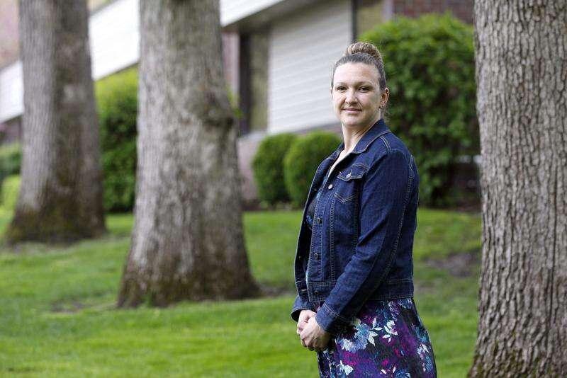 Meet the sign language interpreter for Linn County's coronavirus briefings