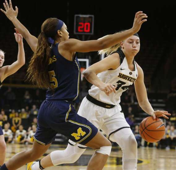 'Gritty' Hawkeyes top Michigan, move to 14-1