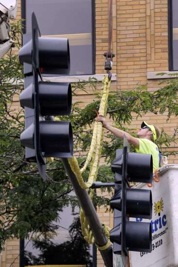 Iowa's 2nd largest city says goodbye to downtown traffic lights