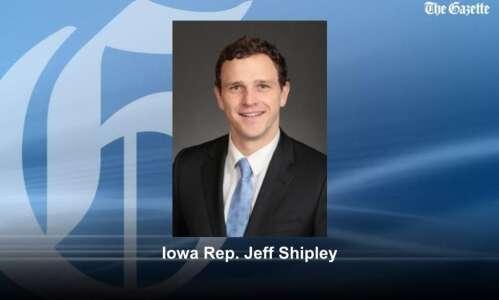 Over 100 people protest COVID-19 vaccine mandates at Iowa Capitol
