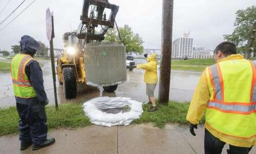 WATCH REPLAY: Cedar Rapids holds flood news conference