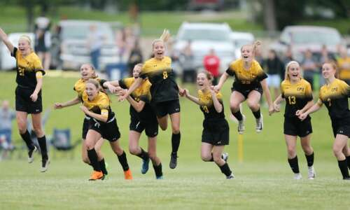 Center Point-Urbana prevails in girls' soccer regional final shootout against…