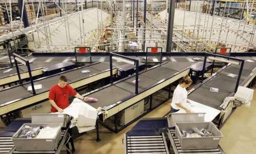 Nordstrom will hire 900 in Cedar Rapids