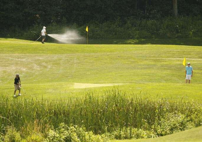 Municipal golf courses struggle as golf's popularity wanes