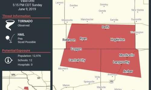 Storm chasers report tornado near Prairieburg