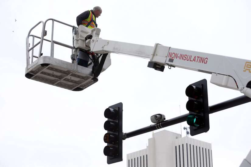 Every Cedar Rapids traffic signal eventually will have observation cameras