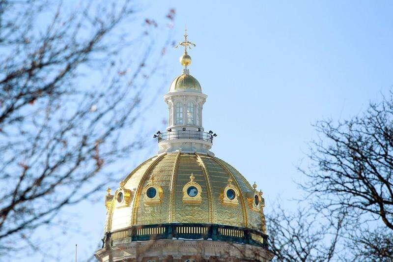 Iowa lawmakers advance bill to eliminate tenure
